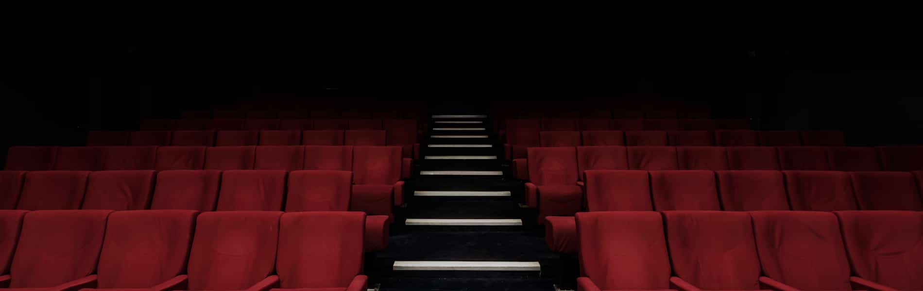 covid-19 wichtige Links & Infos: leere Sitzplätze