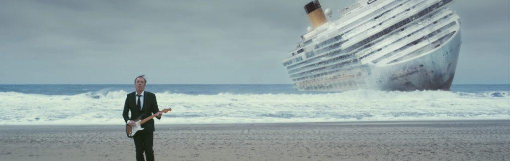 Michael Marquart: untergehendes Schiff hinter Musiker