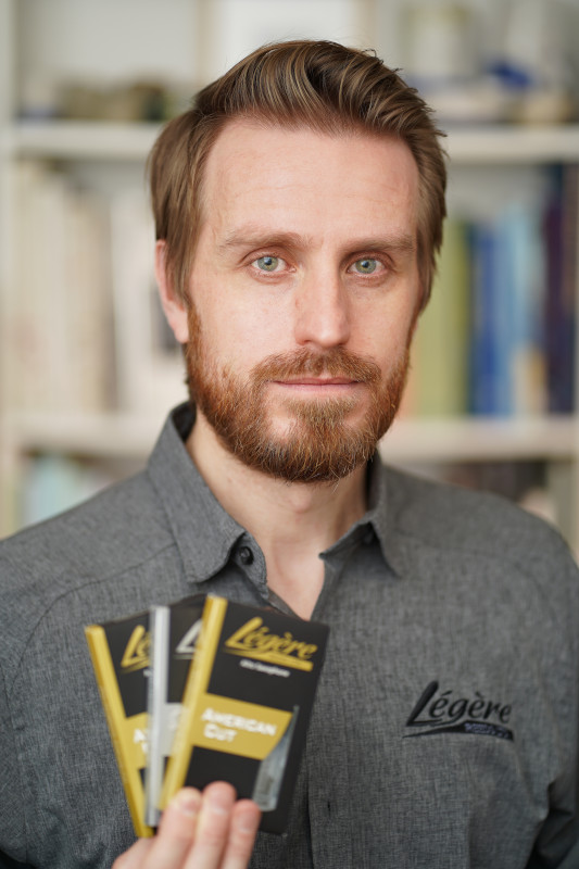 Peter Jones, Légère Reeds
